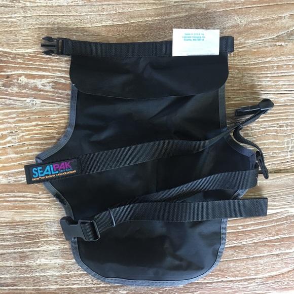 28d25d9c5cd7 NEW SealLine Seal Pak Waterproof Dry Bag Hip Pack.  M 5ade1918c9fcdfeb69d5d3bc